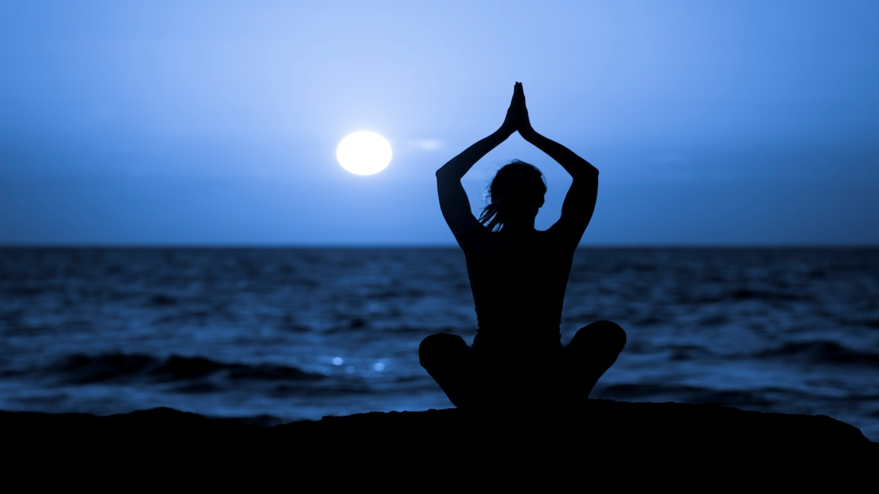 Monthly Masterclass Moon Salutations with Jenni